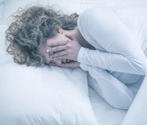 Pszichiátriai betegségben szenvedő nő fotója