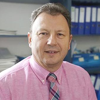 dr. Valálik István idegsebész főorvos, címzetes egyetemi docens fotója