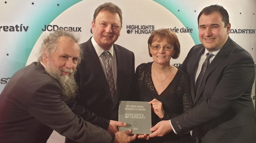 Highlights of Hungary díjat éppen átvevő idegsebészeti csapat tagja