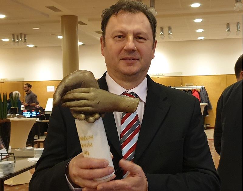 dr. Valálik István PhD, idegsebész főorvos a Summum bonum díjjal