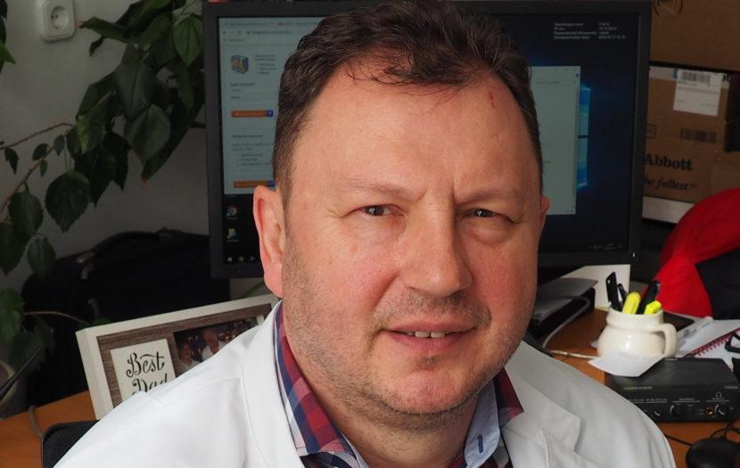 dr. Valálik István idegsebész főorvos közeli fotója