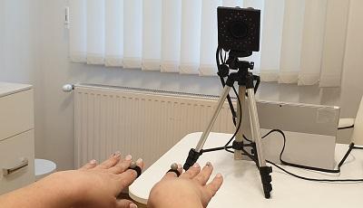 Infra tartományú kamera alapú passzív markeres mozgáselemző berendezéskészülék